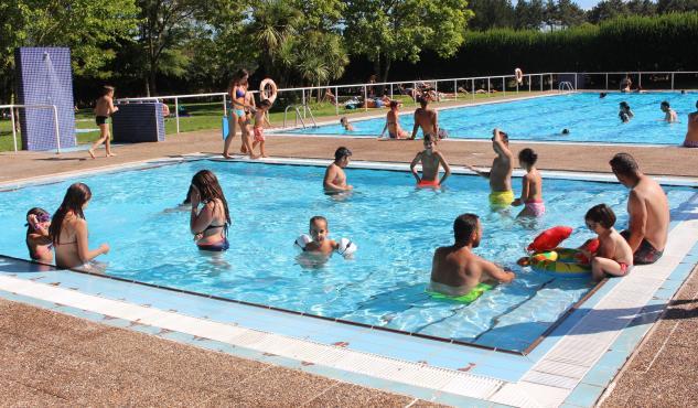 La piscina municipal de Cospeito ofrece hoy juegos e hinchables